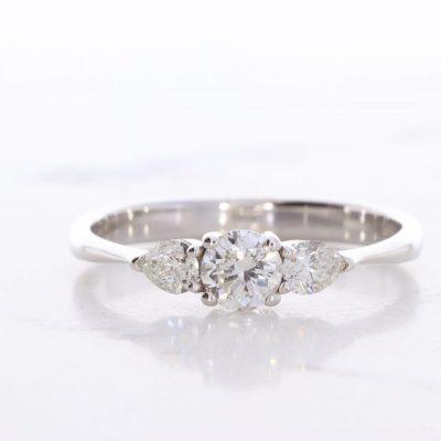 טבעת אירוסין מרים